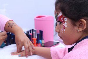 Carita pintada y manicure para niñas